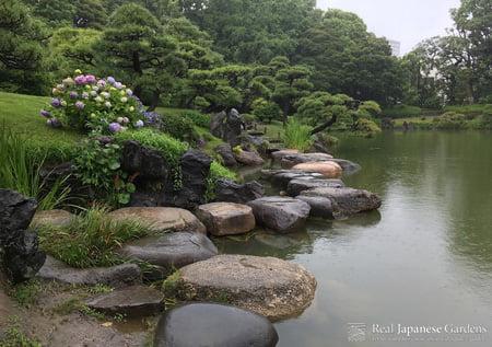Public Garden Tour in Kiyosumi Garden