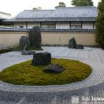 Stone Setting Arrangement in the Japanese Garden